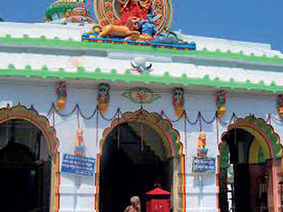 Priests at Odisha temple stop performing rituals for two-wheelers if riders not equipped with helmets