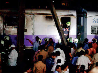 Fire at Thane-bound train in Dadar station, no casualty