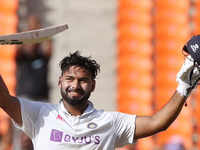 4th Test: Pant smashes ton as India seize control from England