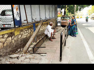 No bus shelter on Satara Road sweats commuters