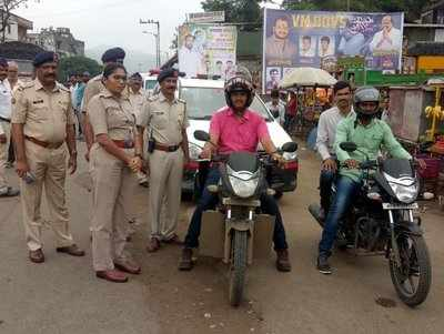 Pune traffic cop uses simple experiment to show why breaking rules is not worth the risk