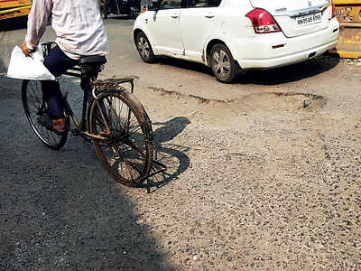 Potholes causing traffic jams near Kalina
