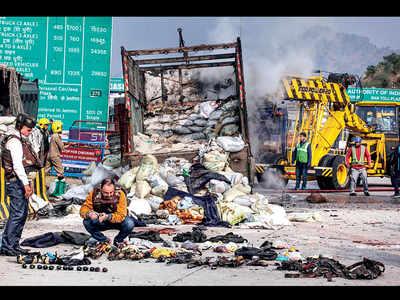Four Pak terrorists killed, two cops hurt