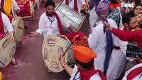 Watch these Marathi actors liven up Pune's Ganpati Visarjan miravnuk with their dhol-taasha beats!
