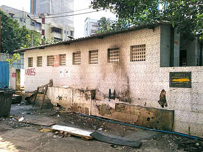 Builder razes BMC toilets sans nod in Kalina, booked