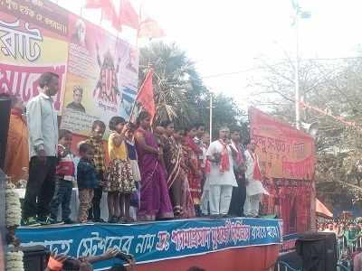 Kolkata: Hindu fringe outfit converts Muslim family, beats up mediapersons
