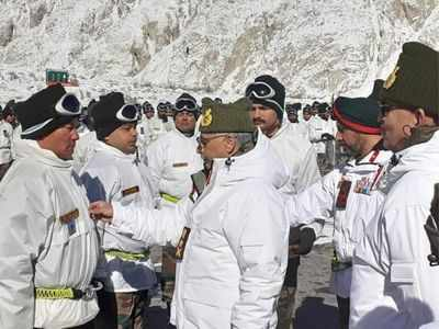 Army Chief Naravane visits Siachen, pays tribute at war memorial