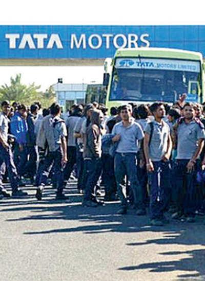 300 striking Tata Nano workers held by police