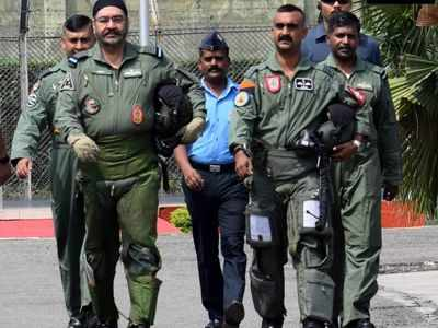 Abhinandan Varthaman flies MiG 21 jet with Air Chief Marshal BS Dhanoa