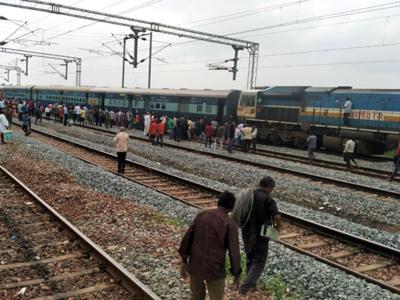 Shirdi Express derails in Andhra Pradesh; no casualties,injuries reported