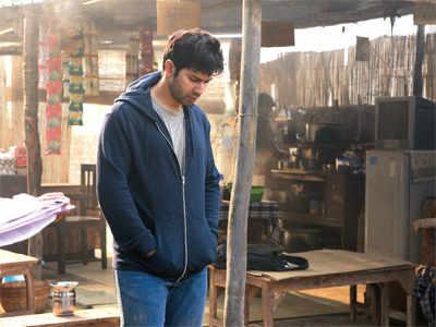 Shoojit Sircar gives Varun Dhawan sleepless night on October set