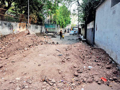 Corporator fails to adhere to civic diktat for roads