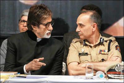 Amitabh Bachchan launches Satyapal Singh's book