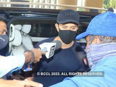 Hrithik Roshan records statement with Crime Branch against Kangana Ranaut