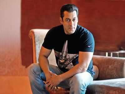 Police complaint filed against Salman Khan for allegedly snatching journalist's mobile phone