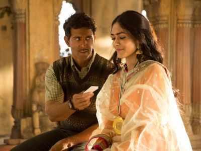Mrunal Thakur defends Hrithik Roshan's skin tone in Super 30