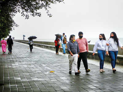 26 Marine Drive cops infected; police blame walkers violating safety protocol