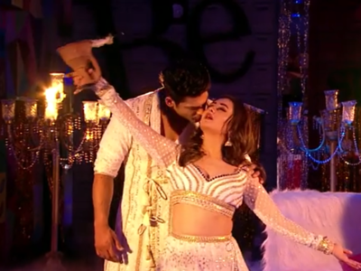 Bigg Boss 13 Grand Finale: Sidharth Shukla, Rashami Desai set the stage on fire with a sizzling performance, but there's a twist