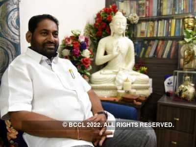Nitin Raut sworn in as a minister in Uddhav Thackery-led government