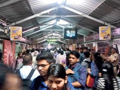 Elphinstone Road stampede: WR gives clean chit to railway staff