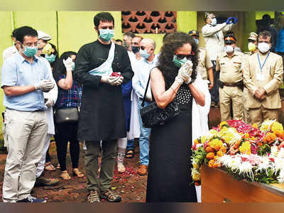 The final goodbye: Deepak Sathe's wife and sons pay their last respects before his cremation