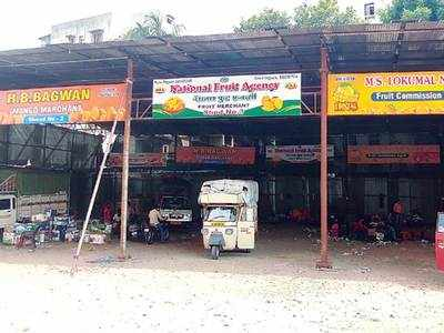 3 fruit dealers cheat hapus lovers, fined