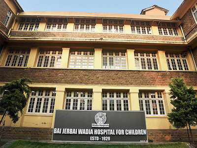 Wadia shuts doors, sends patients out