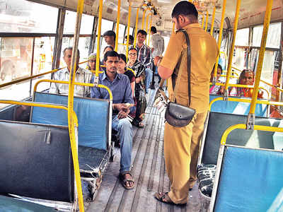 PMPML sets daily target of Rs 4,000 for drivers, conductors