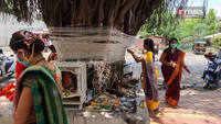 Devotees practice social distancing during VatPoornima pooja