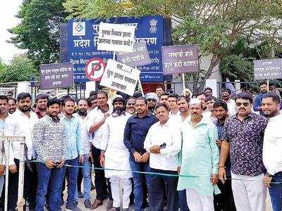 Wagholi locals hold protest to get promised pukka road