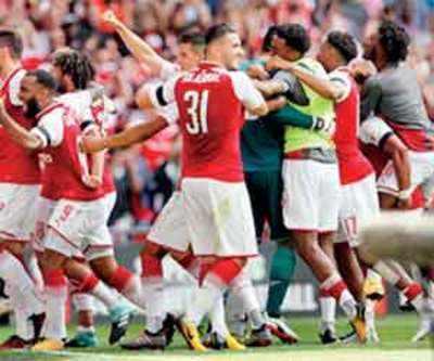 Giroud spot-kick seals Community Shield for Arsenal