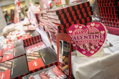 Happy Valentine's Day 2018: Facebook, WhatsApp Status Messages, SMS, Images & Quotes for your partners