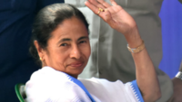 CM Mamata Banerjee halts own convoy and lets normal traffic resume in Bengal