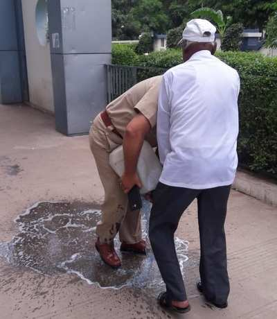 Ahmedabad: 75-yr-old man attempts self-immolation over cops' misbehaviour
