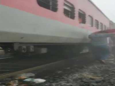 Mumbai-Bhubaneswar Lokmanya Tilak Express' eight coaches derail near Cuttack, several injured