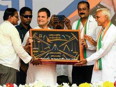 RaGa strikes a chord with kisan, corners BJP