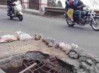 Uncovered manhole a risk for drivers, two-wheeler riders on Mussoorie-Dehradun road