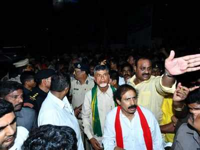 TDP chief Chandrababu Naidu and top party leaders detained, padayatra for Amaravati stopped