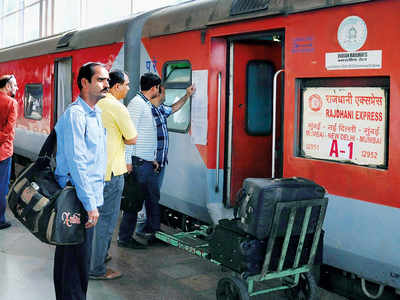 19-yr-old pulls chain, stops Rajdhani for friend