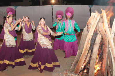 Lohri 2018: Best SMS, WhatsApp messages and wishes to share with loved ones