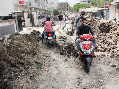 Dilapidated road irks commuters in Pimpri