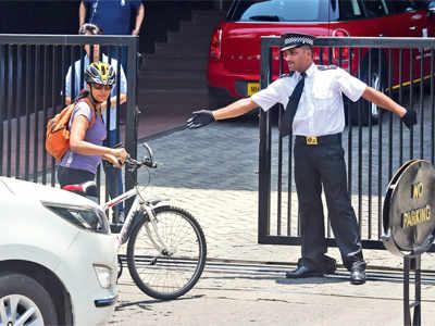Mirror Test Drive: Sonali Kulkarni pedals through city, stopped at the gates of Mumbai's luxury hotels