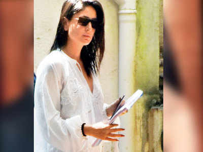 Kareena Kapoor spotted outside Aamir Khan's residence