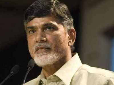 As poll fever grips Andhra, CM Chandrababu gifts Rs 10,000 cash, smartphone to members of women self-help groups