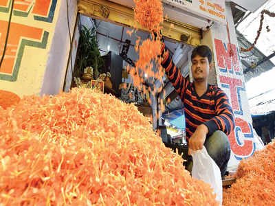 A rosy day for the Bengaluru flower market