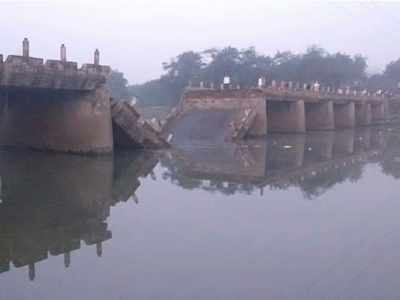 Bridge over Indrayani river in Maval collapses; major tragedy averted