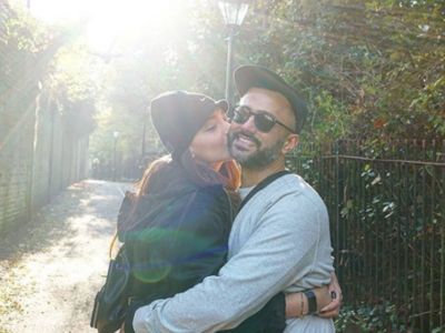 Anand Ahuja wishes wife Sonam Kapoor on their first wedding anniversary