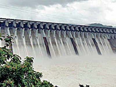 Narmada flows 3ft above danger mark