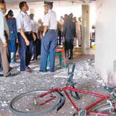 Bomb blast rocks Thane auditorium