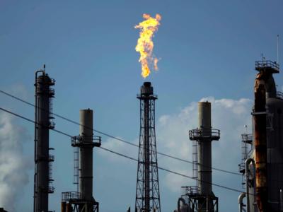 New Delhi: India to gain as global oil prices slumps to 30 per cent